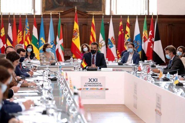 Pedro Sánchez junto a los presidentes autonómicos en la Conferencia del pasado 31 de julio en San Millán...