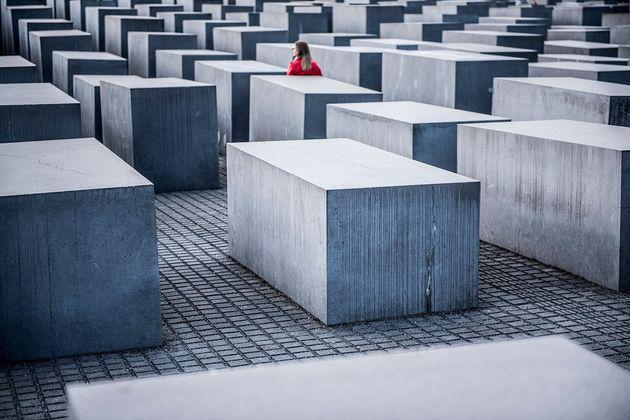 ドイツ、ベルリンの中心地にある「虐殺されたヨーロッパのユダヤ人のための記念碑」。
