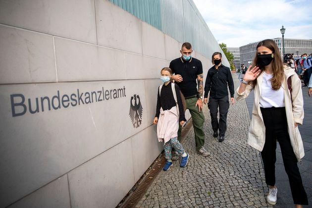 Greta Thunberg y Luisa Neubauer (una activista alemana contra la crisis climática), el pasado...
