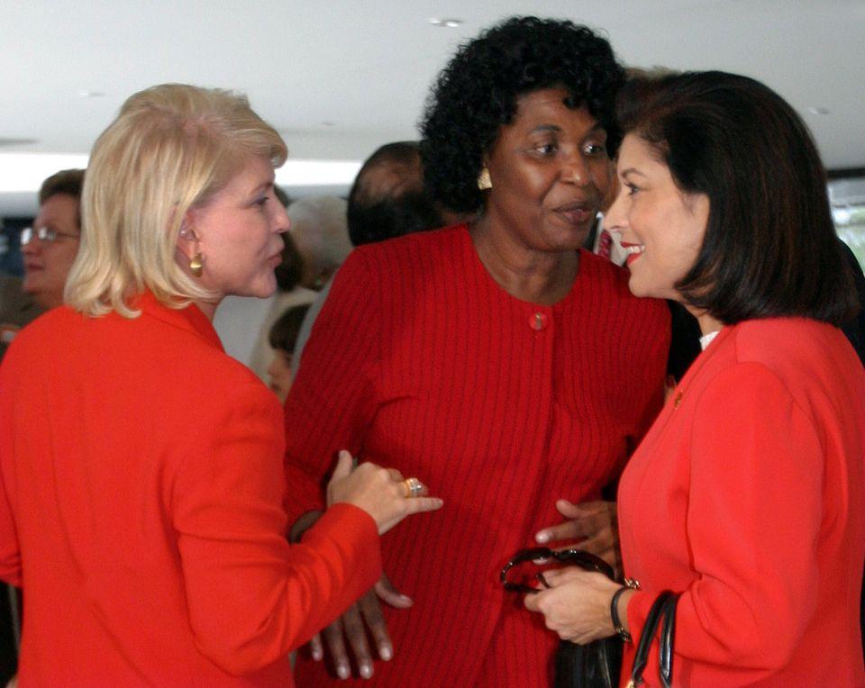 A prefeita de São Paulo Marta Suplicy (à esq.) conversa com a então ministra de...