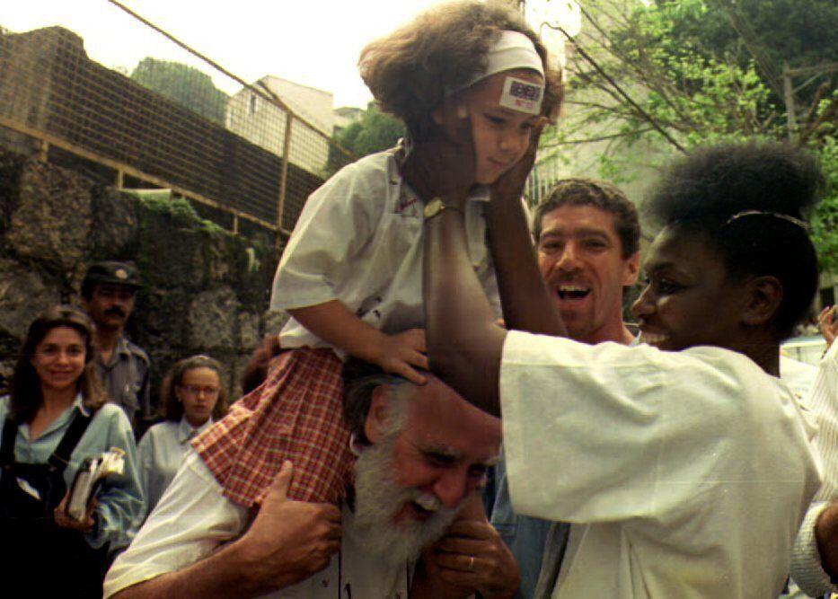 Benedita da Silva, em 1992, interage com eleitores nas ruas do Rio de Janeiro. Naquele ano, elachegou...