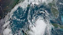 El huracán 'Laura', calificado de 'catastrófico', toca tierra en Louisiana y