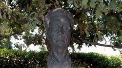 La statua di Pavese (di Mattia