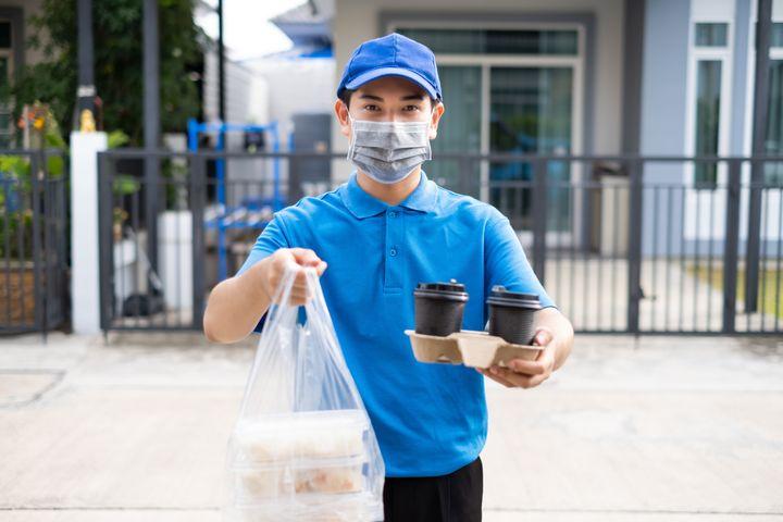 Près du tiers des Canadiens estiment avoir consommé davantage de produits emballés dans du plastique depuis le début de la crise sanitaire.