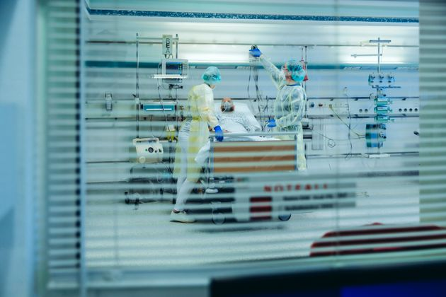 Plus de 6000 cas de coronavirus en 24 heures, un nouveau record depuis