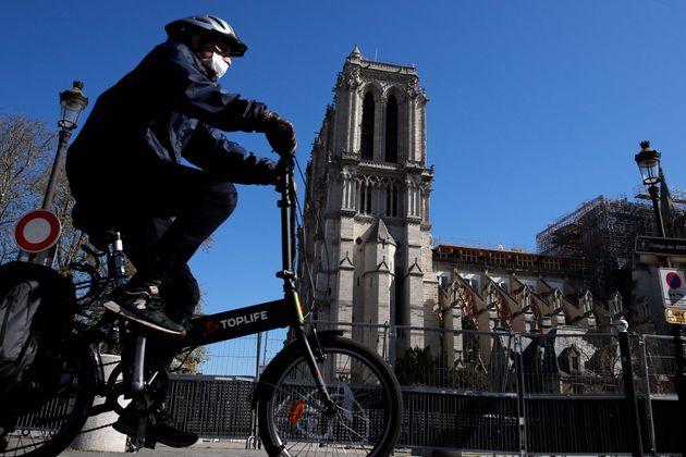 À Paris, l'obligation de porter un masque à vélo