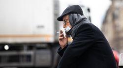 Malgré le masque obligatoire, on peut encore manger et fumer dans la