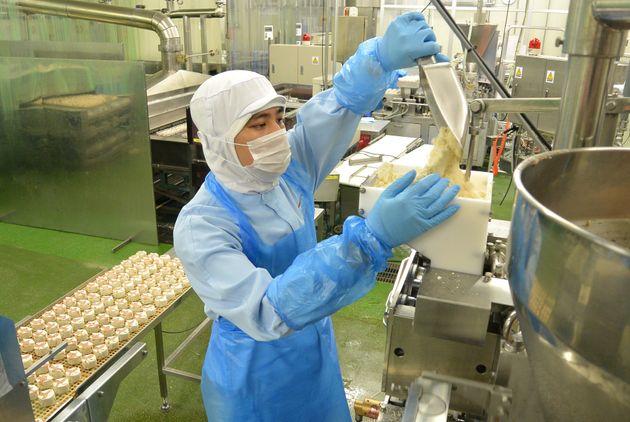 埼玉県内の工場で働くベトナム人実習生、2018年08月30日撮影(イメージ写真、記事中の内容とは無関係です)