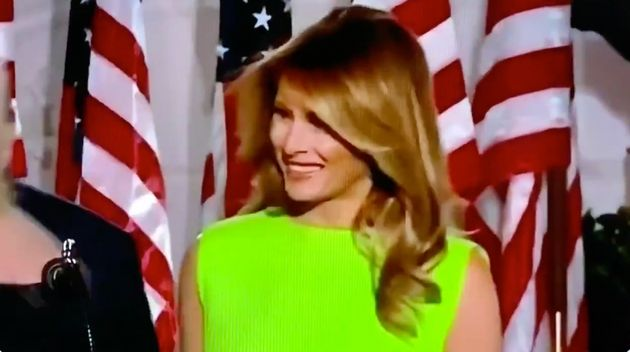 Melania Trump sonríe a Ivanka Trump en la la Convención Nacional Republicana el 27 de agosto de