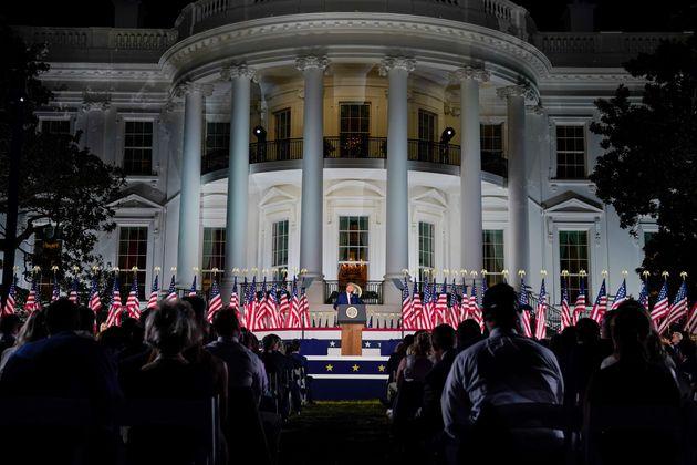 도널드 트럼프 미국 대통령이 백악관 사우스론에서 열린 공화당 전당대회 마지막 날 행사에서 대선후보 수락연설을 하고 있다. 2020년
