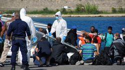 Στο λιμάνι της Ρόδου ρυμουλκείται το σκάφος με τους πρόσφυγες που εντοπίστηκε