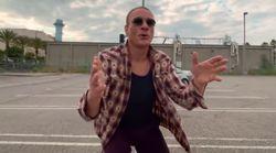 Jean-Claude Van Damme se déhanche comme jamais dans le clip du duo