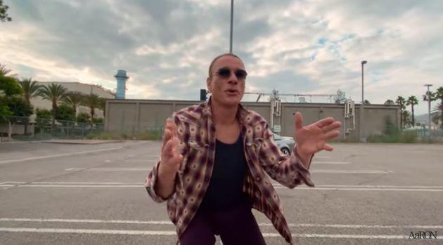 Jean-Claude Van Damme improvise sur un parking dans le clip