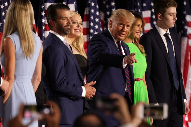 Trump, tras su discurso de presentación de candidatura en la Casa Blanca, frente a 1500 invitados...