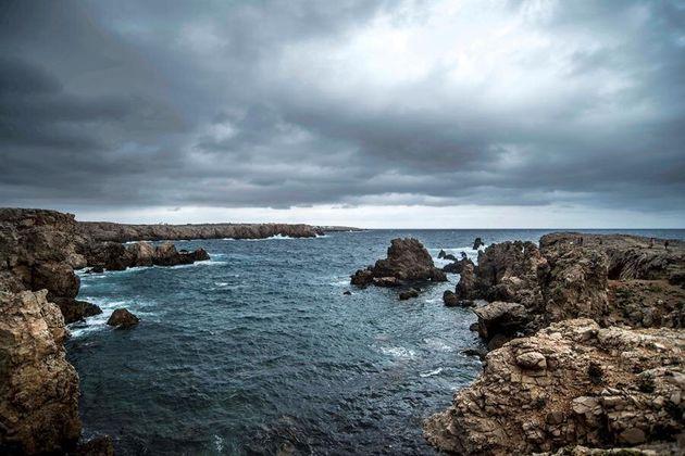 Cielo encapotado en Na Macaret, Menorca, este
