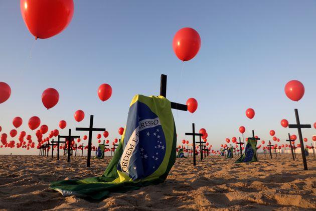 Brasil ultrapassa a marca de 120 mil mortes por covid-19 | HuffPost Brasil