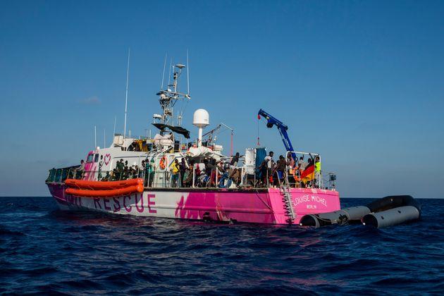 Ιταλία: Οι ευάλωτοι μετανάστες του Louise Michel απομακρύνθηκαν από το