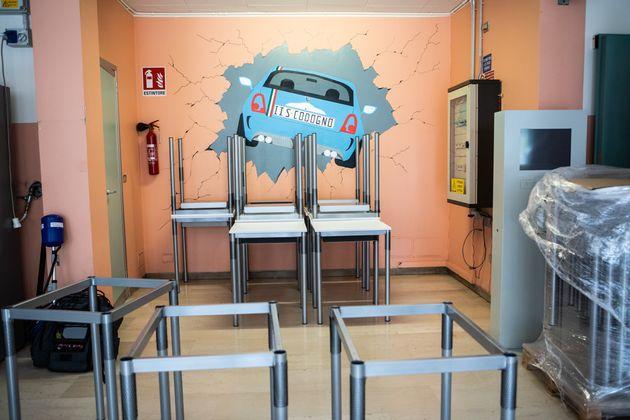 28/08/2020 Milano, rientro a scuola in sicurezza. Consegna di sedie e banchi monoposto all'Istituto Professionale