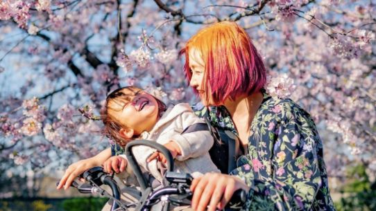 現在は働きながら息子を育児中だという、真菜さん(「家出ファミリー」著者)