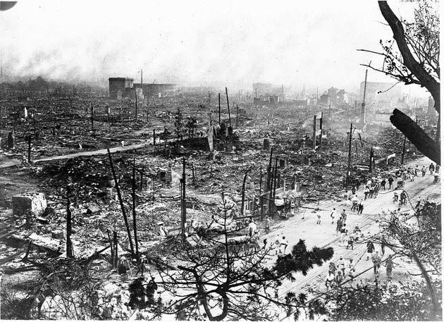 関東大震災による火災で焼けた東京の街
