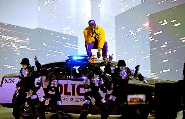 2020 MTV VMA(비디오 뮤직 어워즈)에서 디베이비와 자바워키즈가 공연을 하고 있다. 2020년