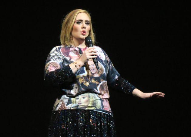 La cantante Adele durante una actuación en