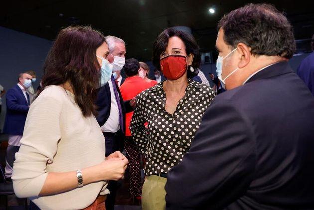 La presidencia de Santander, Ana Botín, habla con la ministra de Igualdad, Irene
