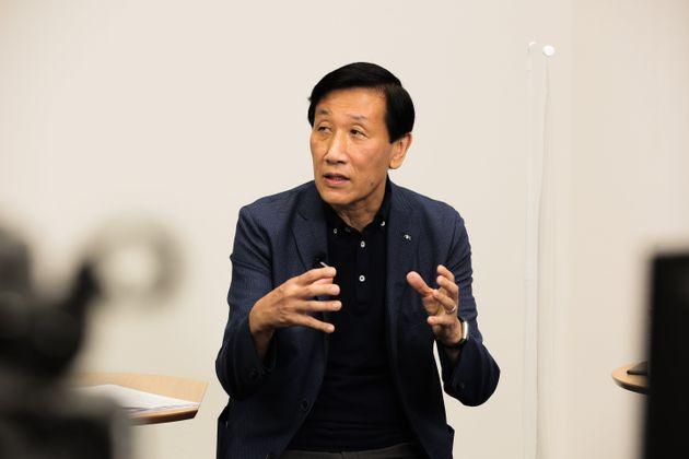 8月25日に配信した「ハフライブ」にゲスト出演した、アクサ生命CEOの安渕聖司さん
