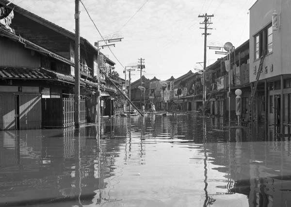 浸水した商店街