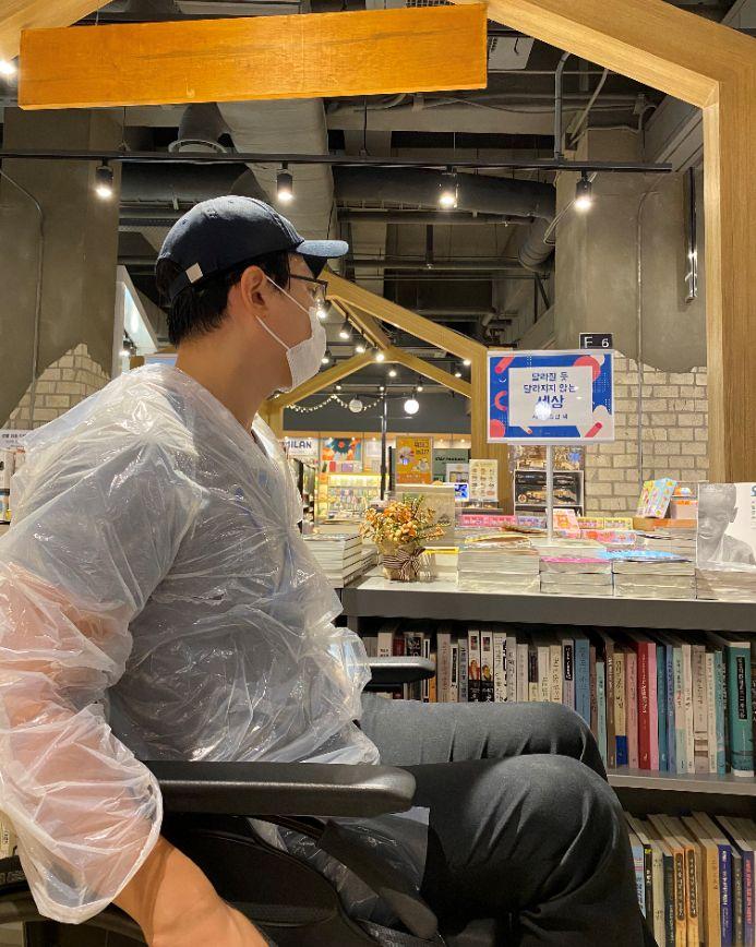 휠체어를 타고 서울 시내를 돌아다닌 남형도
