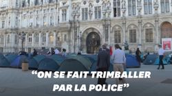 À Paris, des dizaines de familles SDF plantent la tente devant la mairie pour réclamer un