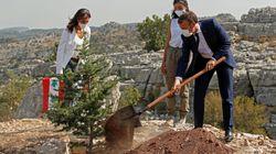 Macron mette radici in Libano.