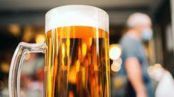 «30 cas positifs cumulés» de COVID-19 dans un bar de