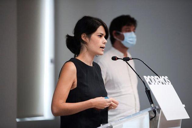 Isa Serra, portavoz de Podemos, en la sede del partido, junto a Rafa