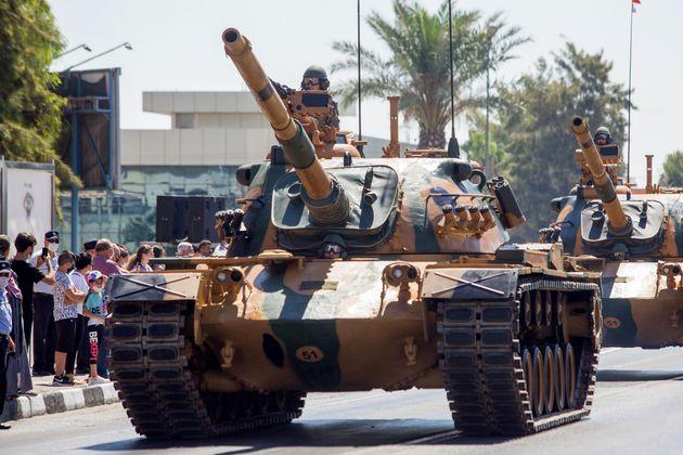 Tουρκικό άρμα μάχης παρελαύνει...