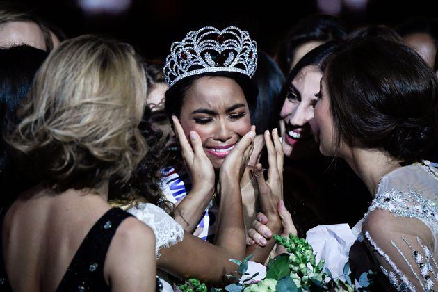 Miss Guadeloupe, Clémence Botino, reçoit la couronne de Miss France 2020 le 14 décembre