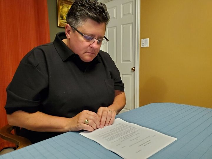 Anne Campeau fait partie des milliers de contribuables canadiens dont les renseignements personnels et financiers ont été compromis lors d'une série de cyberattaques visant l'Agence du revenu du Canada.