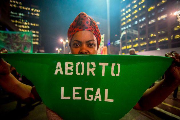 Nos casos de violência sexual, de acordo com a previsão legal, não é necessário...