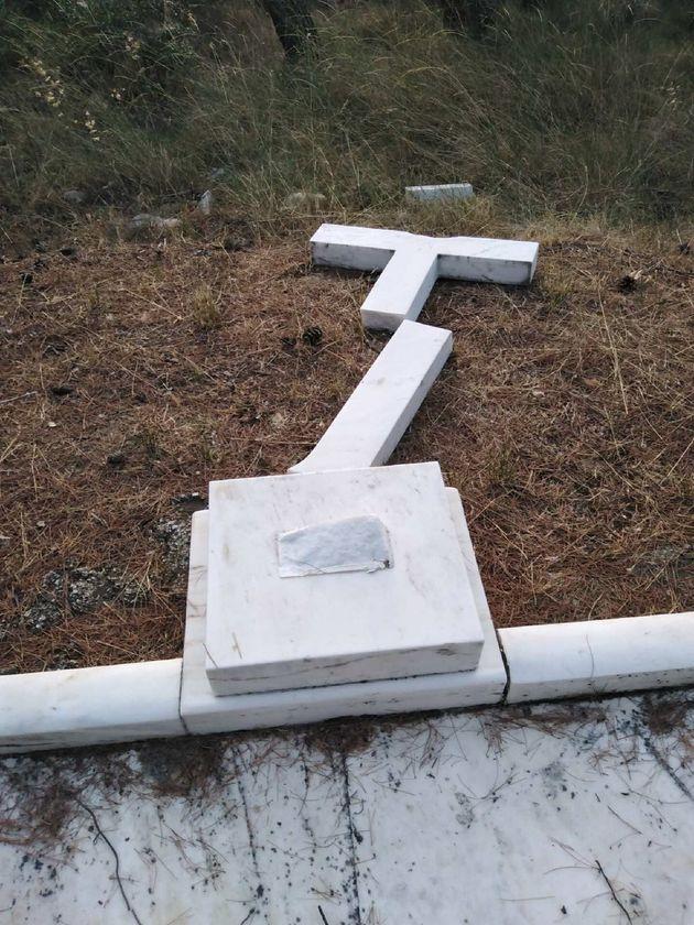 La tumba de los padres de la reina Sofia en el cementerio griego de Tatoi dañada por unos