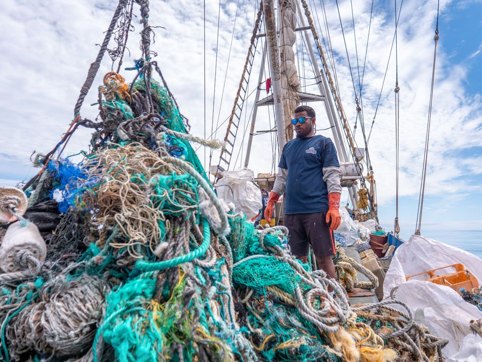 The Ocean Voyages Institute hopes to collect one million pounds of ocean waste by 2021.