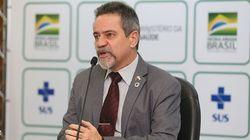 'Vacina não é obrigatória, mas instrumento para voltar à normalidade', diz nº 2 do Ministério da