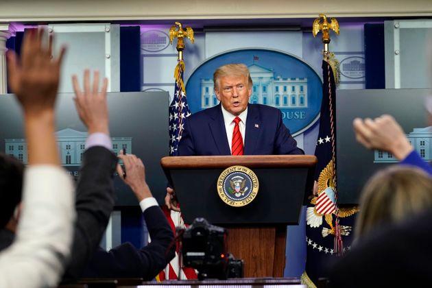 도널드 트럼프 미국 대통령이 백악관 코로나19 브리핑에서 발언하고 있다. 2020년