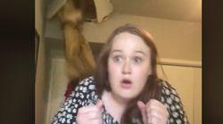 歌の練習中、母親の足が天井を突き破って侵入→娘「オーマイゴッド…!」