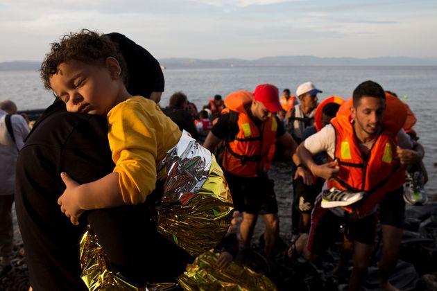 Un grupo de refugiados sirios logra desembarcar en la isla griega de Lesbos, el 9 de septiembre de