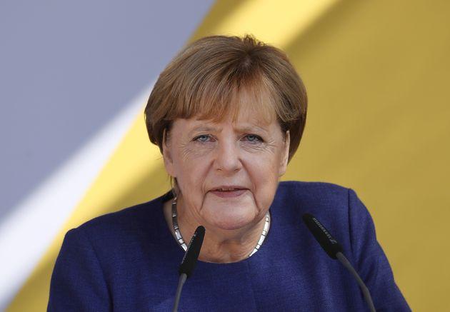 Merkel si sobbarca il peso di una Ue