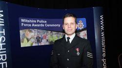 Ο αστυνομικός που δηλητηριάστηκε με νόβιτσοκ στην Βρετανία στέλνει ένα αινιγματικό