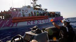 El barco solidario de Banksy rescata a cientos de migrantes en el