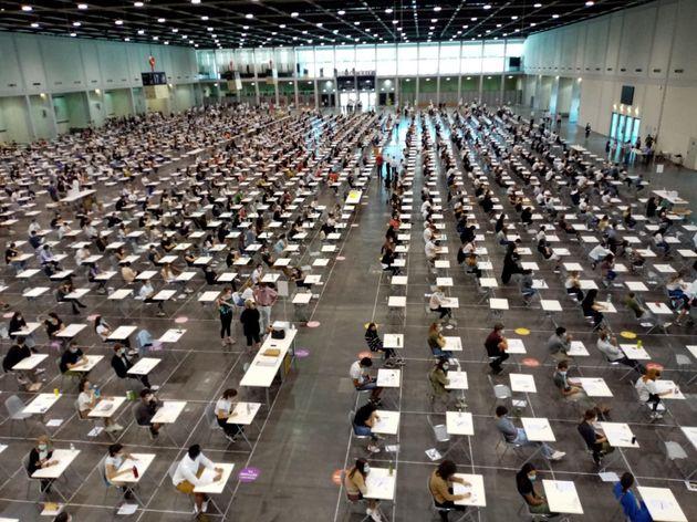 Un momento dei test d'ingresso per l'ammissione ai corsi di laurea a numero programmato di Medicina e...