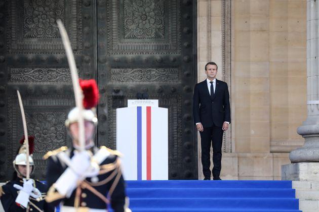 Entre Charlie et l'insécurité, Macron se cherche en défenseur de la République...
