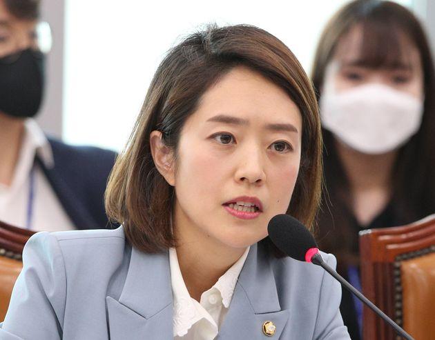 자료사진. 고민정 더불어민주당 의원이 6월 16일 오후 서울 여의도 국회에서 열린 산업통상자원중소벤처기업위원회 첫 전체회의에서 인사말을 하고